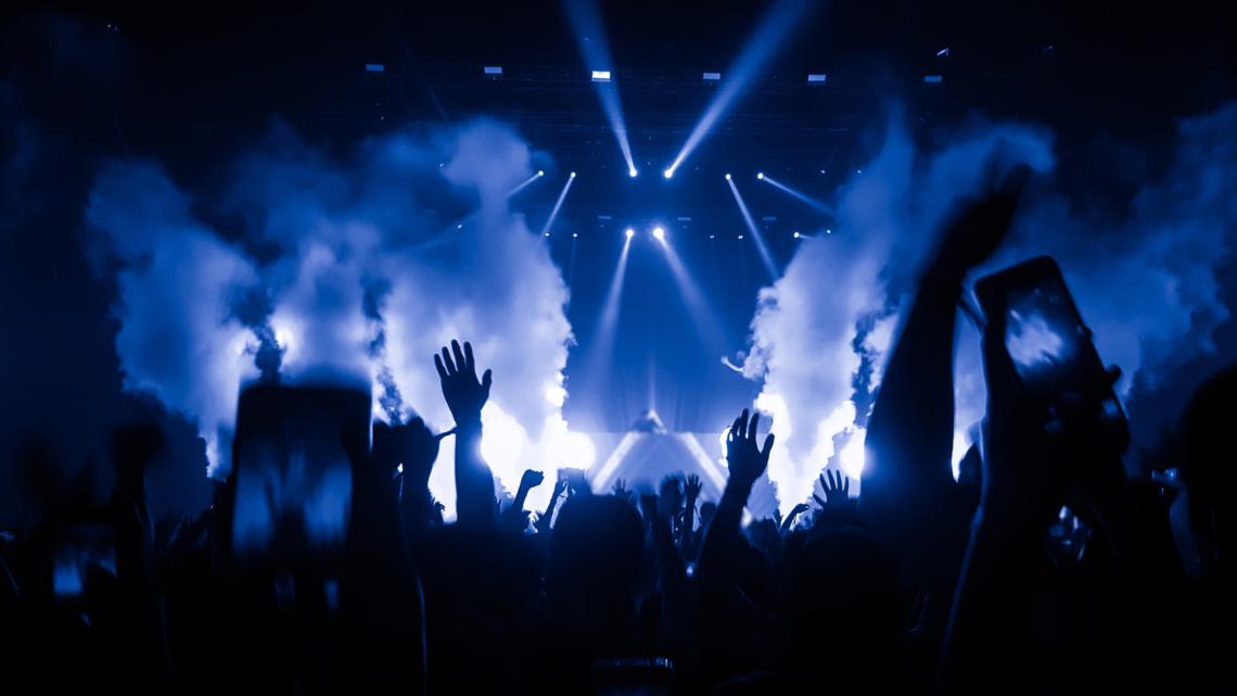 Find en hobby du kan leve af – bliv DJ og kom ud at spille