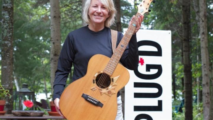 Lær at spille guitar – sådan kan du imponere dine gæster
